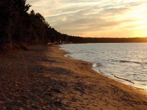 Postal: Amanecer junto a la orilla