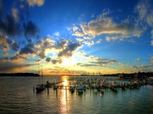 Postal: Amanecer en el puerto deportivo