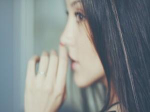 El perfil de una guapa mujer