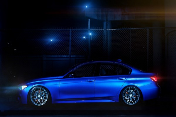 BMW 335i F30 de color azul