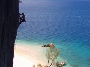 Postal: Escalada en la isla de Nosy Anjombalova, Madagascar