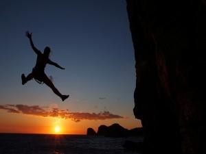 Postal: Caída al agua tras escalar una roca junto al mar (Madagascar)