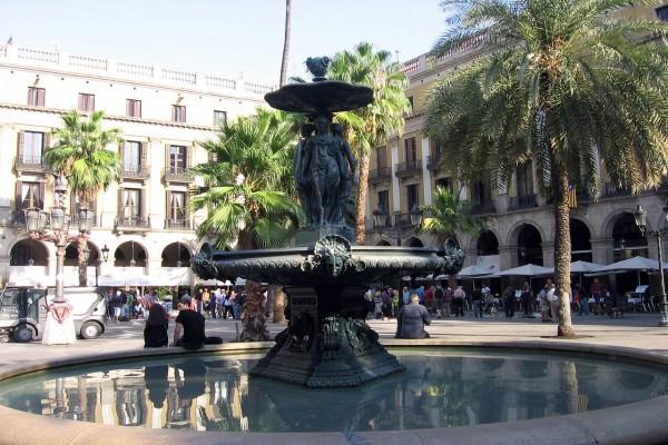 Fuente de las Tres Gracias, de Antoine Durenne (Plaza Real, Barcelona)