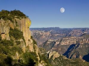 La luna llena sobre las Barrancas del Cobre (Chihuahua, México)