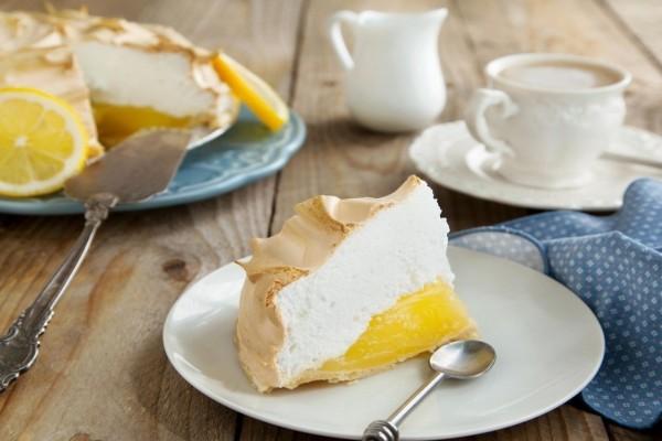 Pastel de limón y merengue para la hora del té