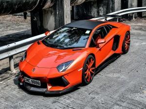 Postal: Un Lamborghini Aventador