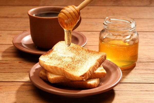 Tostadas con miel para el desayuno