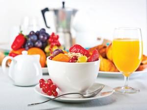 Frutas y cereales para un buen desayuno