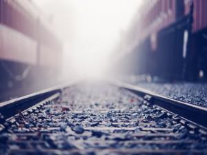 Piedras en las vías del tren