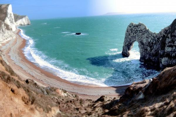 Arco de piedra visto desde el acantilado