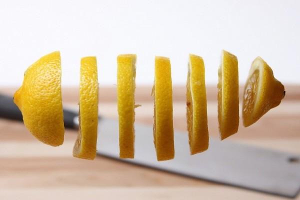 Un limón en rodajas