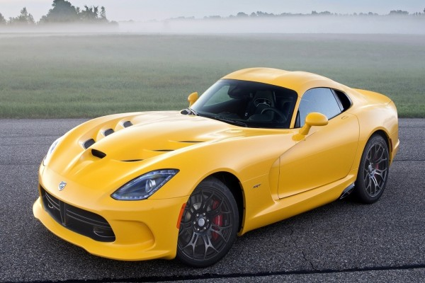Dodge Viper SRT de color amarillo