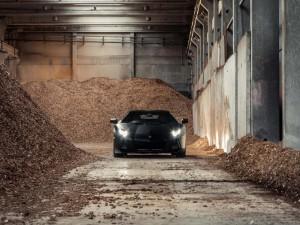 Lamborghini Aventador en un almacén