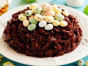 Postal: Pastel cubierto con huevos de Pascua