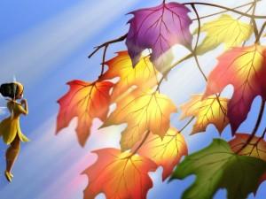 Pequeña hada admirado las hojas de otoño (Tinker Bell)