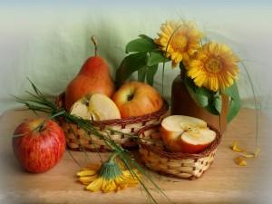 Manzanas y gerberas amarillas