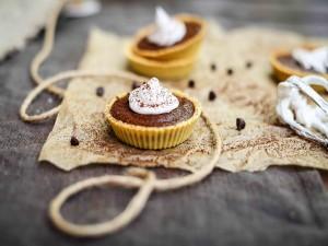 Tartitas de chocolate y merengue
