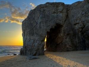 Luz solar sobre la arena de una playa