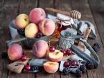 Melocotones, moras y cerezas