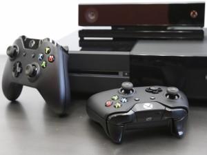 Xbox One con dos mandos