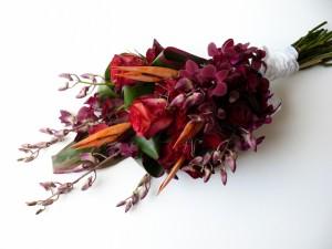 Ramo de flores rojizas