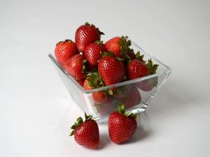 Fresas en un cuenco de cristal