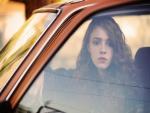 Chica dentro de un coche