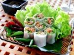 Rollitos vegetales con pasta de arroz
