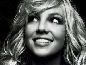 Britney Spears en una imagen en blanco y negro