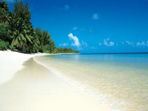 Hermosa playa de arena blanca