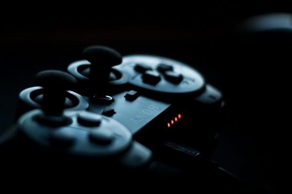 Cargando un mando de PlayStation