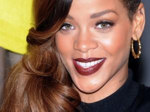 Una guapa y sonriente Rihanna