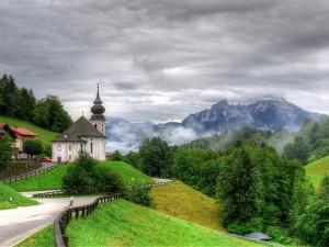 Carretera hacia un monasterio