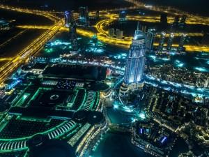 Noche iluminada en Dubái