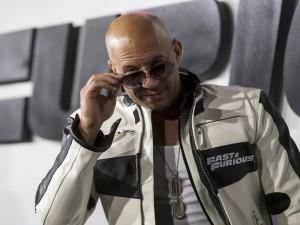 Vin Diesel con gafas de sol