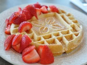 Un gofre con fresas