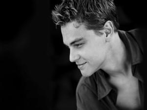 Un joven Leonardo DiCaprio en blanco y negro
