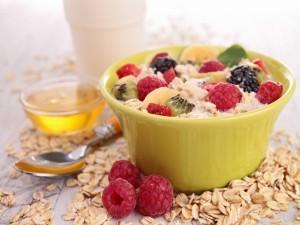 Copos de avena con leche y frutas