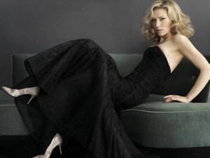 Cate Blanchett con un elegante vestido negro