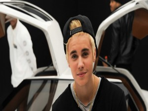 Justin Bieber con el pelo rubio