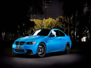 BMW M3 de color azul