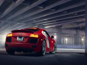 Audi R8 en un parking