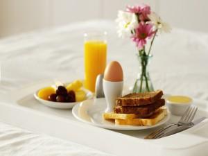 Tostadas, huevo y zumo
