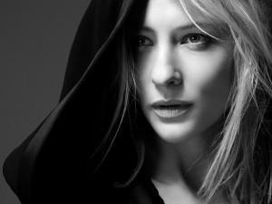La guapa actriz Cate Blanchett en una imagen en blanco y negro