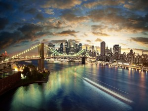 Gran puente iluminado