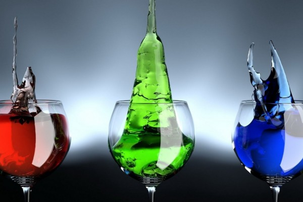 Líquido cristalizado dentro de unas copas