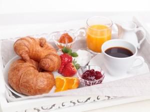 Bonita bandeja con el desayuno