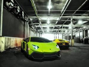 Dos Lamborghini Aventador de color verde y amarillo