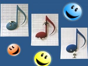 Notas musicales y caritas sonrientes