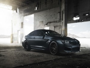 Un coche BMW M6